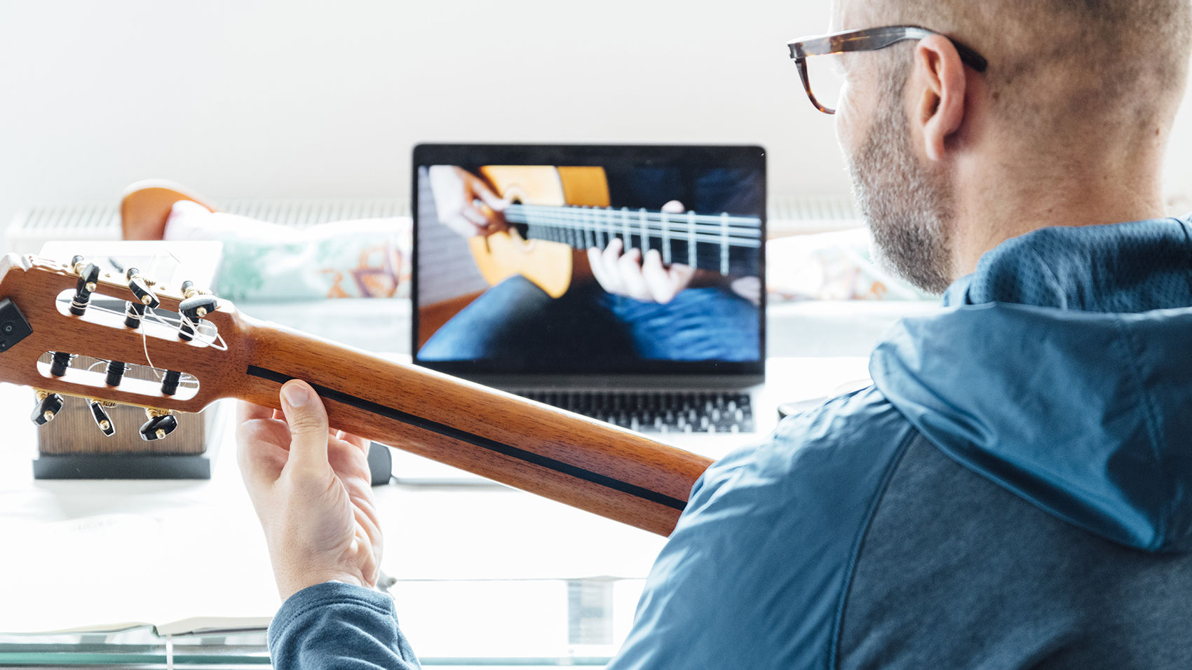 Important things to look when buying guitars online