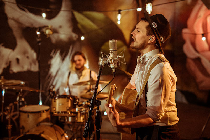 Some reasons for hiring a live band for your wedding